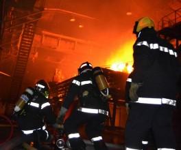 Pompiers à l'action lors de l'intervention de Guegnon